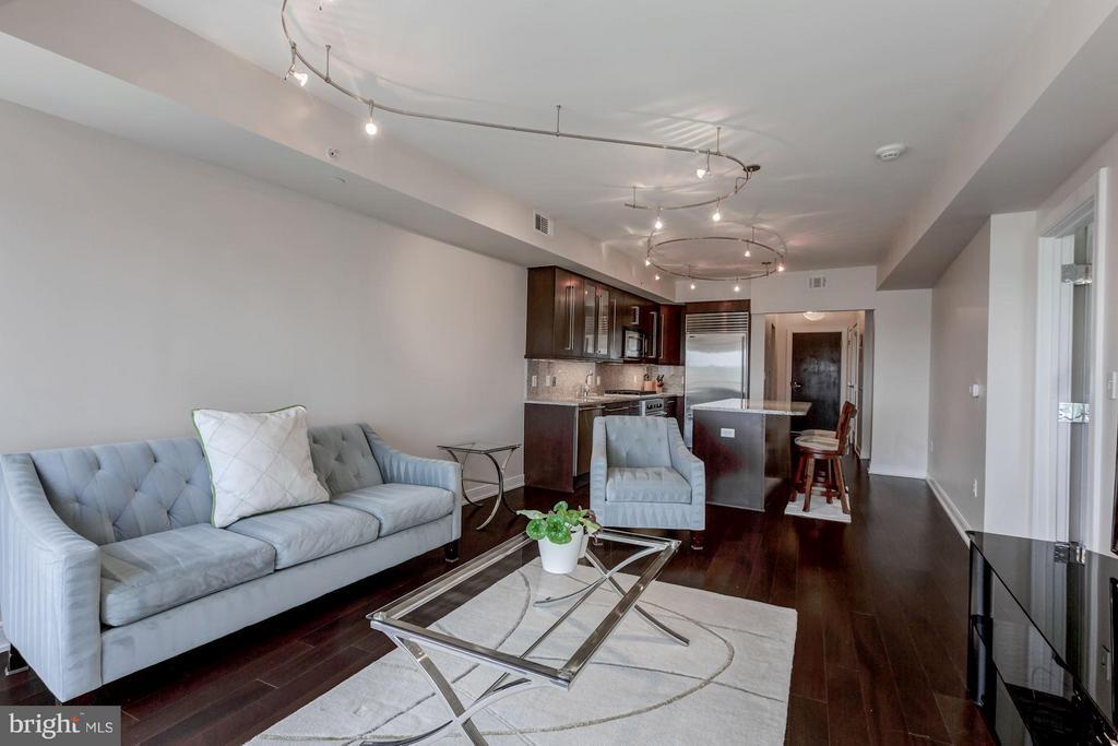 Hardwood floors throughout - 1111 19TH ST N #2001, ARLINGTON