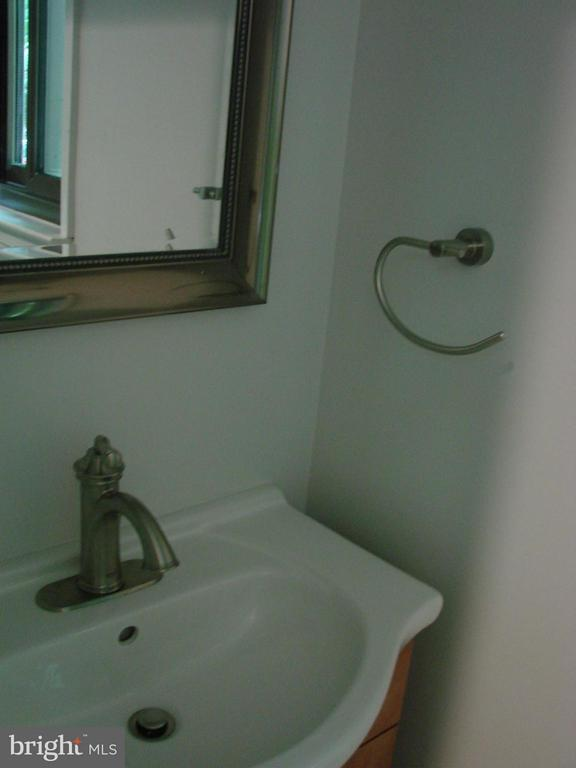 Bath - 2349 MILLENNIUM LN, RESTON