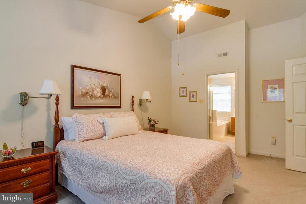 Master Bedroom on Upper Level - 10 JUSTIN CT, STAFFORD