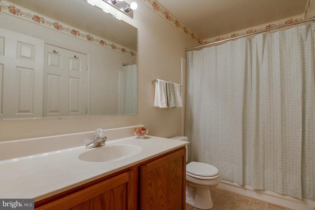 Full Bath 2 on Upper Level - 10 JUSTIN CT, STAFFORD