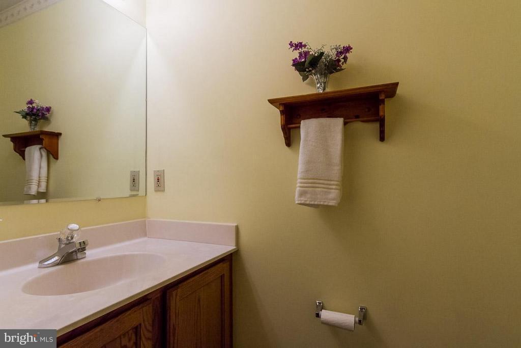 Bath 5-Powder Room On Main Level - 10 JUSTIN CT, STAFFORD