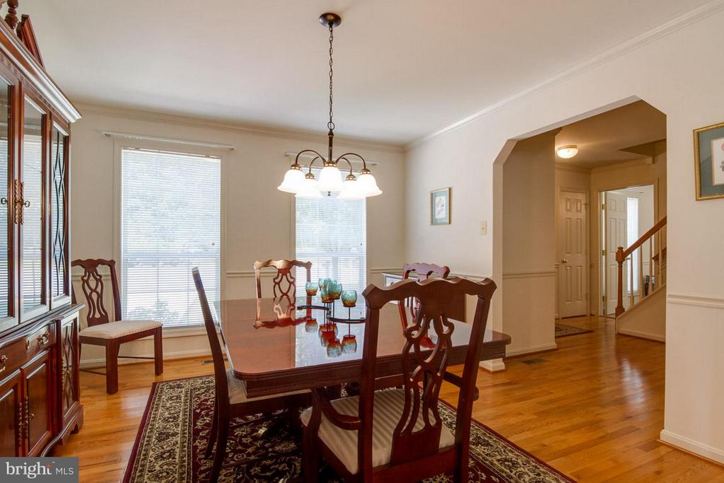 Dining Room with Crown Molding and Chair Rail - 10 JUSTIN CT, STAFFORD