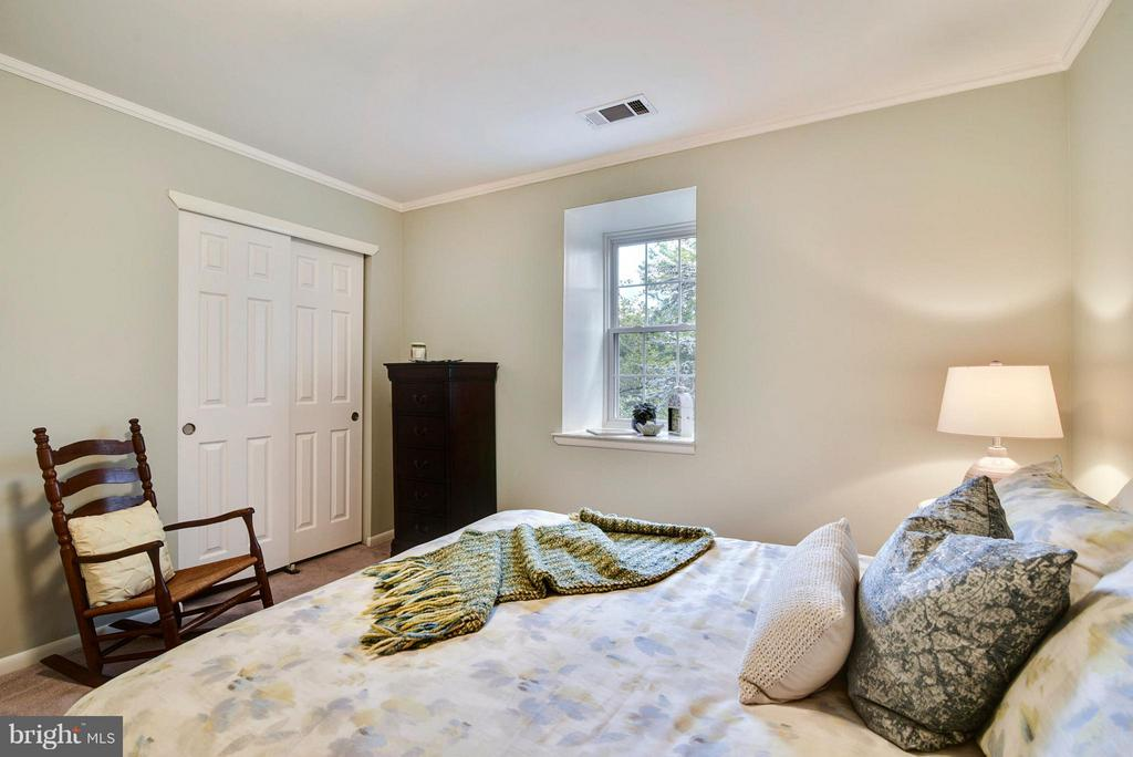 Plenty of Room for a larger bed and storage pieces - 2846B WAKEFIELD ST S #B, ARLINGTON