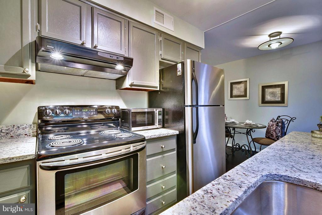 Stainless steel appliances in the updated kitchen - 2846B WAKEFIELD ST S #B, ARLINGTON