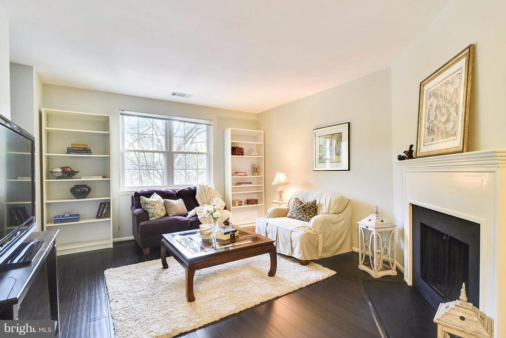 New chocolate-hued wide-plank hardwood floors! - 2846B WAKEFIELD ST S #B, ARLINGTON