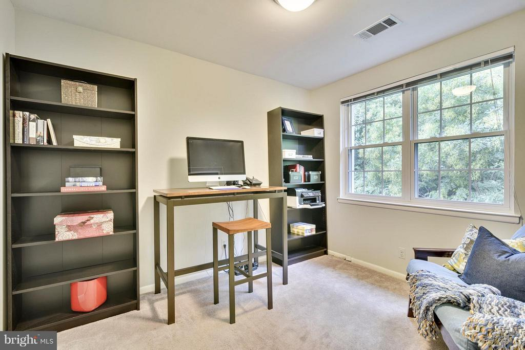 Second bedroom can serve as a study/office too - 2846B WAKEFIELD ST S #B, ARLINGTON
