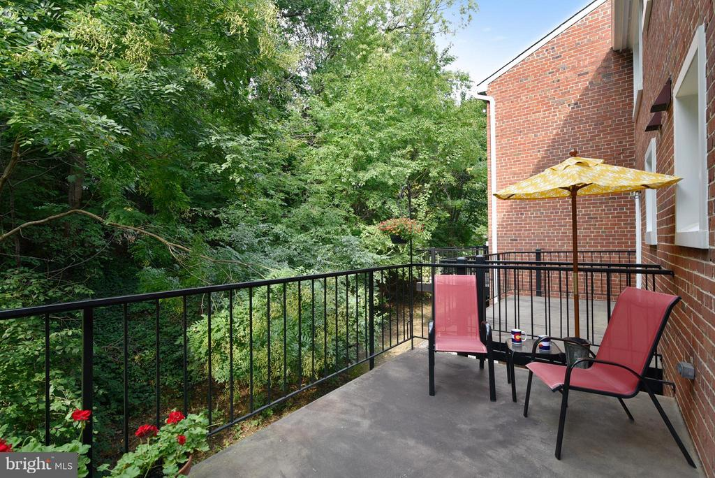 Private balcony surrounded by trees - 2846B WAKEFIELD ST S #B, ARLINGTON