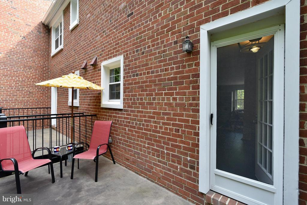 Dining room entrance from deck - 2846B WAKEFIELD ST S #B, ARLINGTON