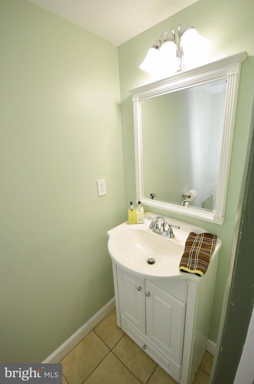 Half Bath on main level - 10687 MYRTLE OAK CT, BURKE