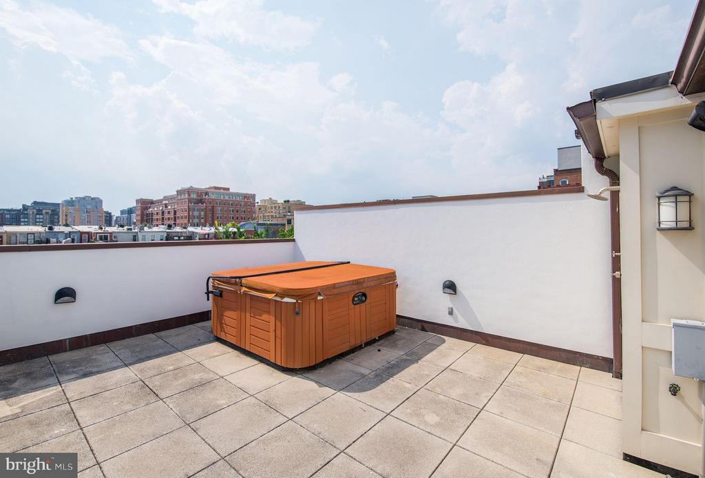 6 Person Hot Tub - 1916 12TH ST NW #2, WASHINGTON