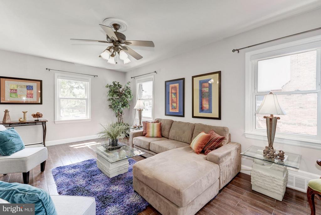 Living Room - 6208 SLIGO MILL RD NE, WASHINGTON