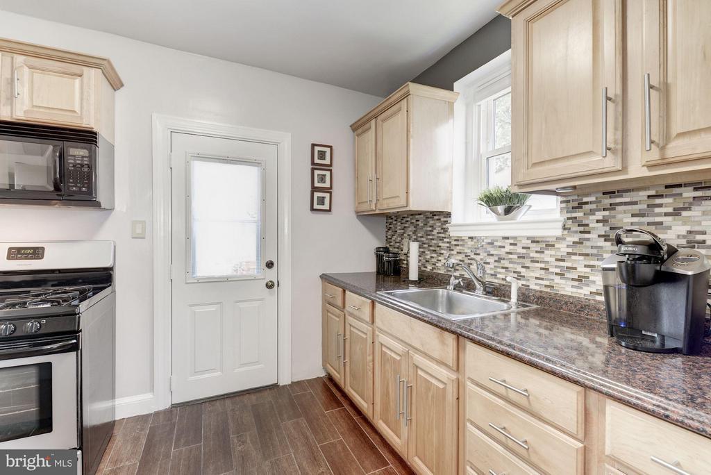 Kitchen - 6208 SLIGO MILL RD NE, WASHINGTON