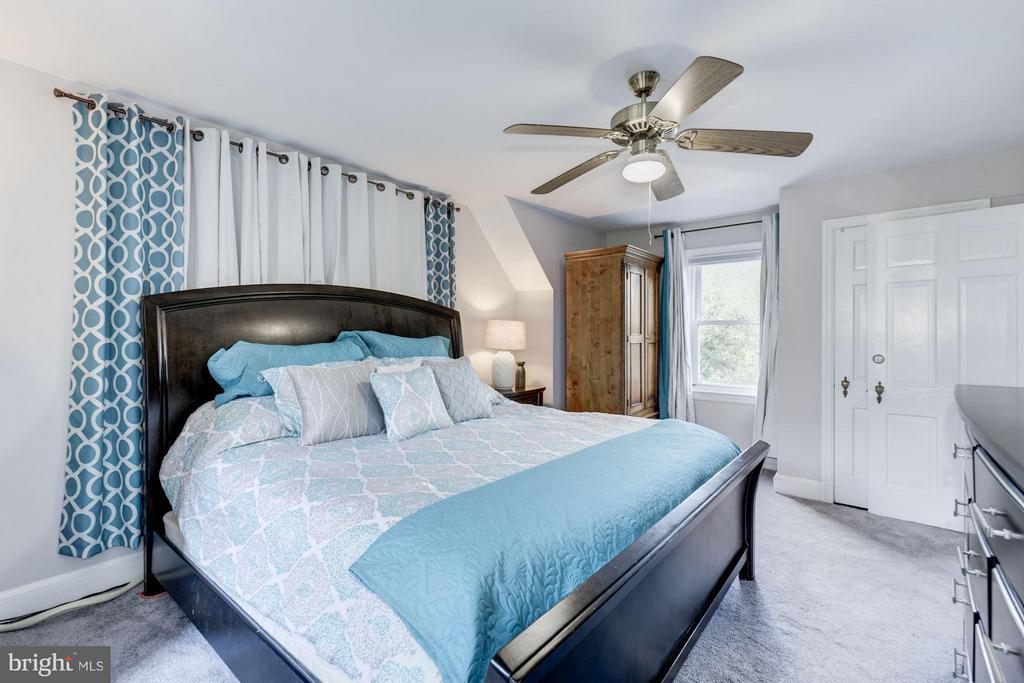 Bedroom with King Size Bed - 6208 SLIGO MILL RD NE, WASHINGTON