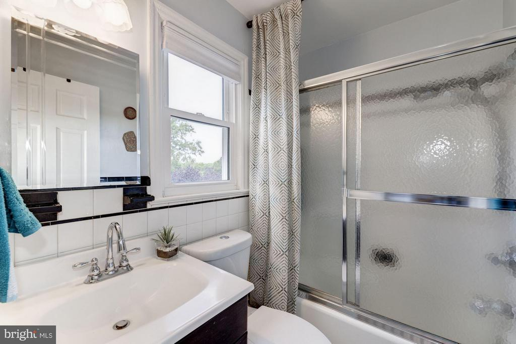 Second Level Full Bath - 6208 SLIGO MILL RD NE, WASHINGTON