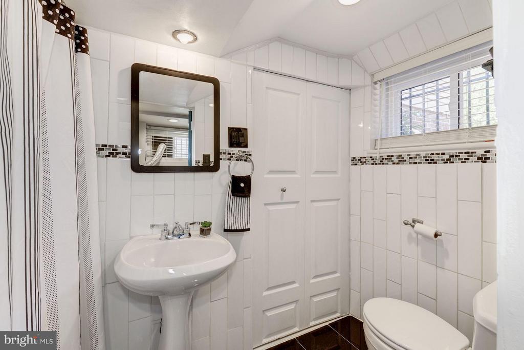 Lower Level Full Bath - 6208 SLIGO MILL RD NE, WASHINGTON