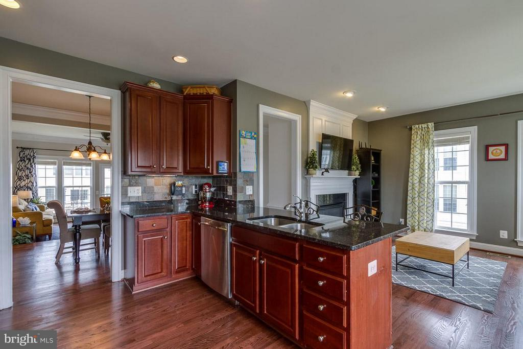 Kitchen & Family Room - 510 RED RASPBERRY TER, LEESBURG