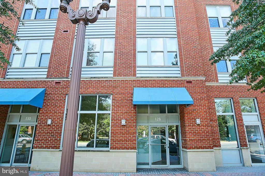 Exterior (Front) - 1800 WILSON BLVD #128, ARLINGTON