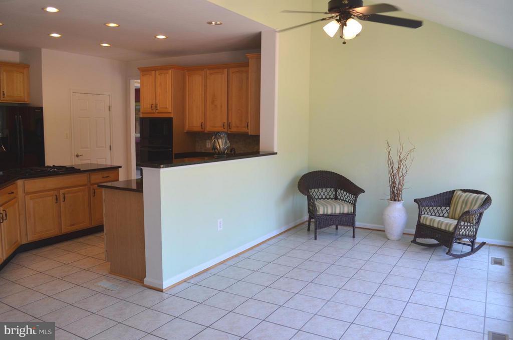 Huge ceramic tiled Morning Room off kitchen - 6096 EDMONT DR, FREDERICK
