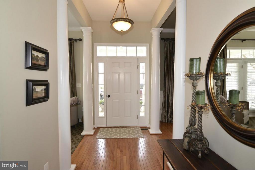 Foyer - 17584 MARBURY ST, ROUND HILL
