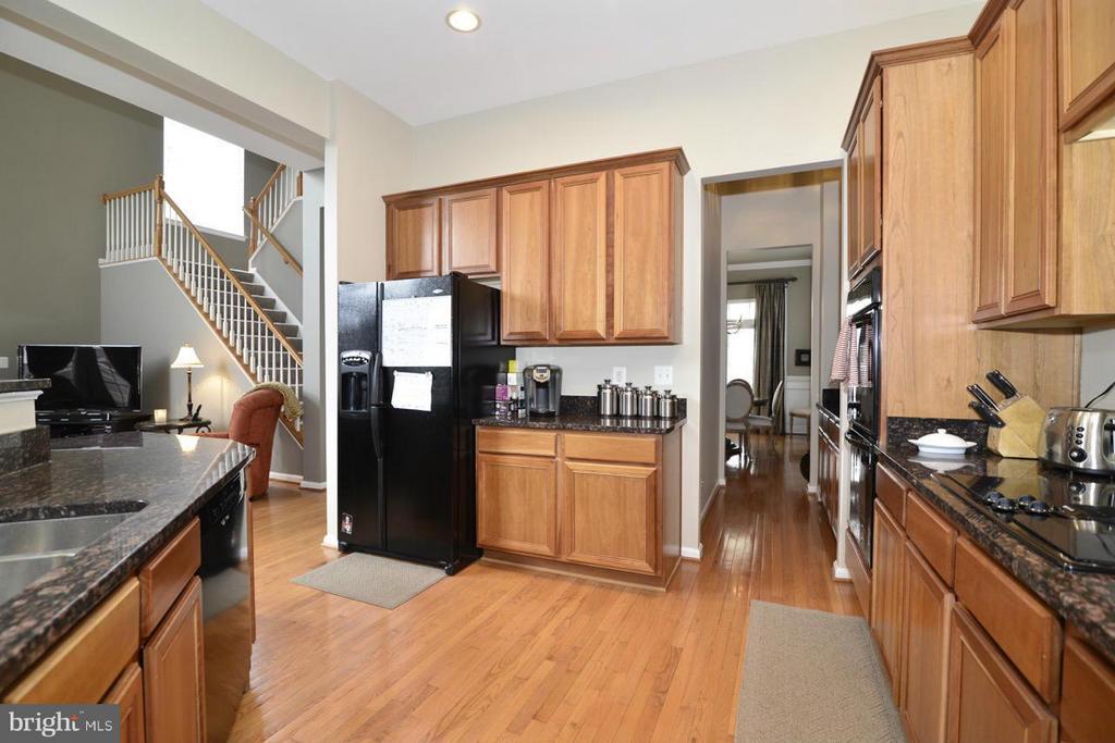Kitchen - 17584 MARBURY ST, ROUND HILL
