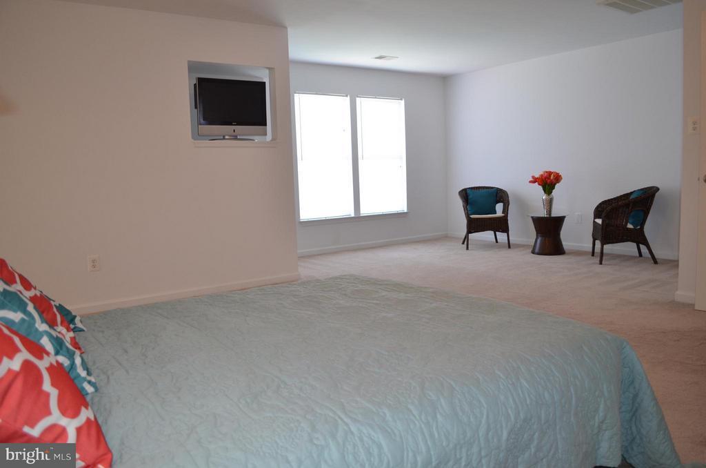 Master Suite w/ sitting room, 2 huge closets - 6096 EDMONT DR, FREDERICK