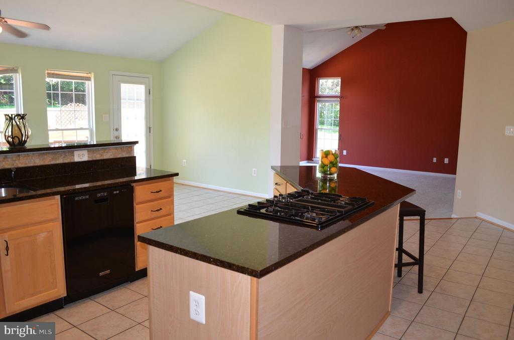 Kitchen - 6096 EDMONT DR, FREDERICK