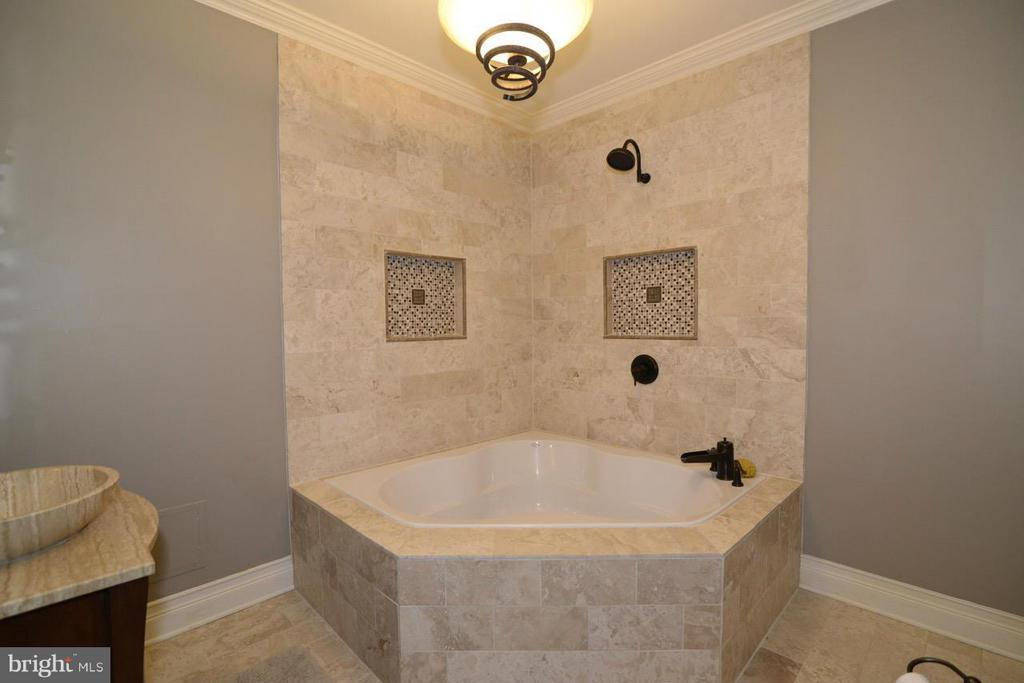 Bath - 17584 MARBURY ST, ROUND HILL