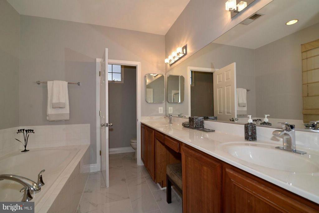 Bath (Master) - 17584 MARBURY ST, ROUND HILL