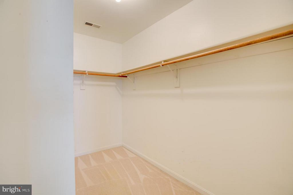Master bedroom with walk-in closet - 40 DOROTHY LN, STAFFORD
