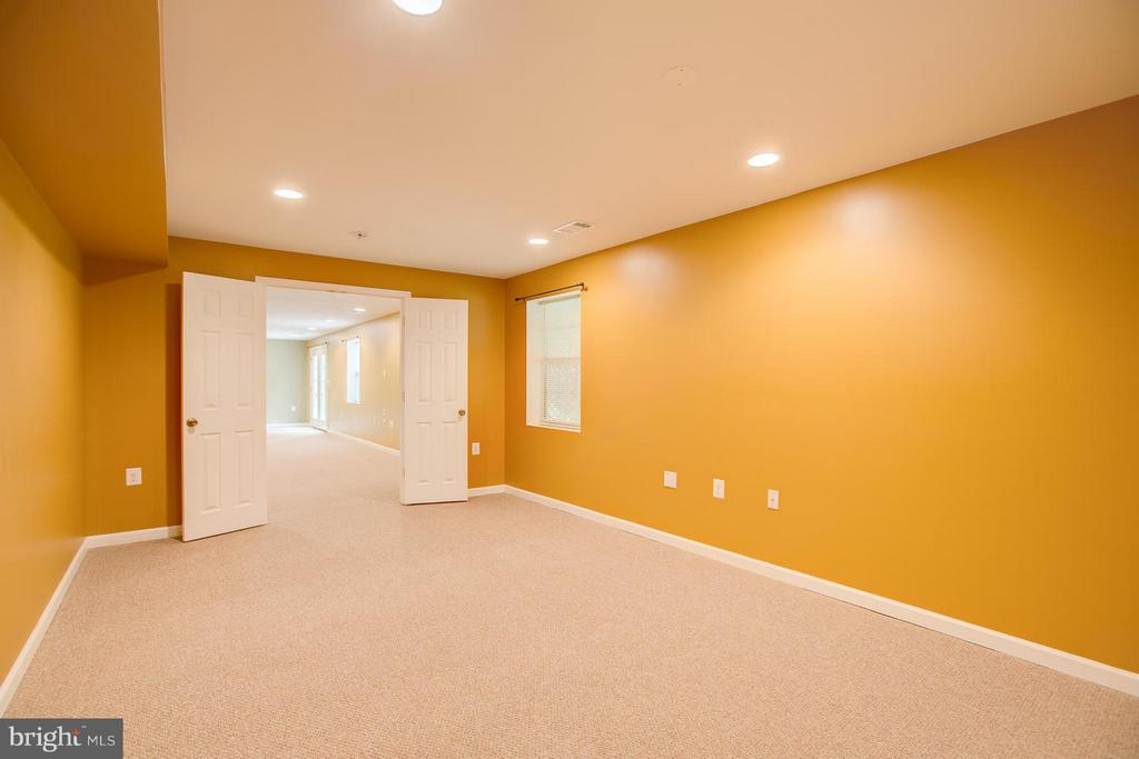 Fifth bedroom with full window and closet - 40 DOROTHY LN, STAFFORD