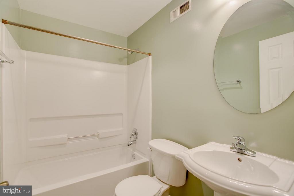 Full bathroom in basement - 40 DOROTHY LN, STAFFORD