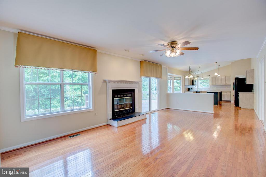 Open family room provides great entertainment flow - 40 DOROTHY LN, STAFFORD