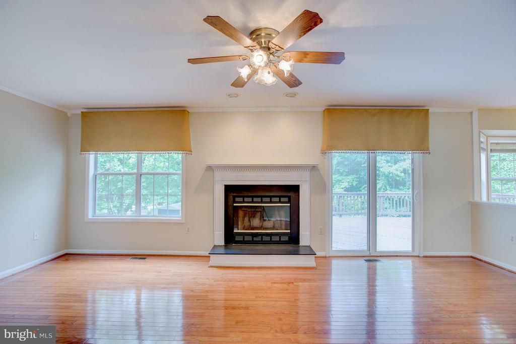 Wood-burning fireplace for cozy nights - 40 DOROTHY LN, STAFFORD