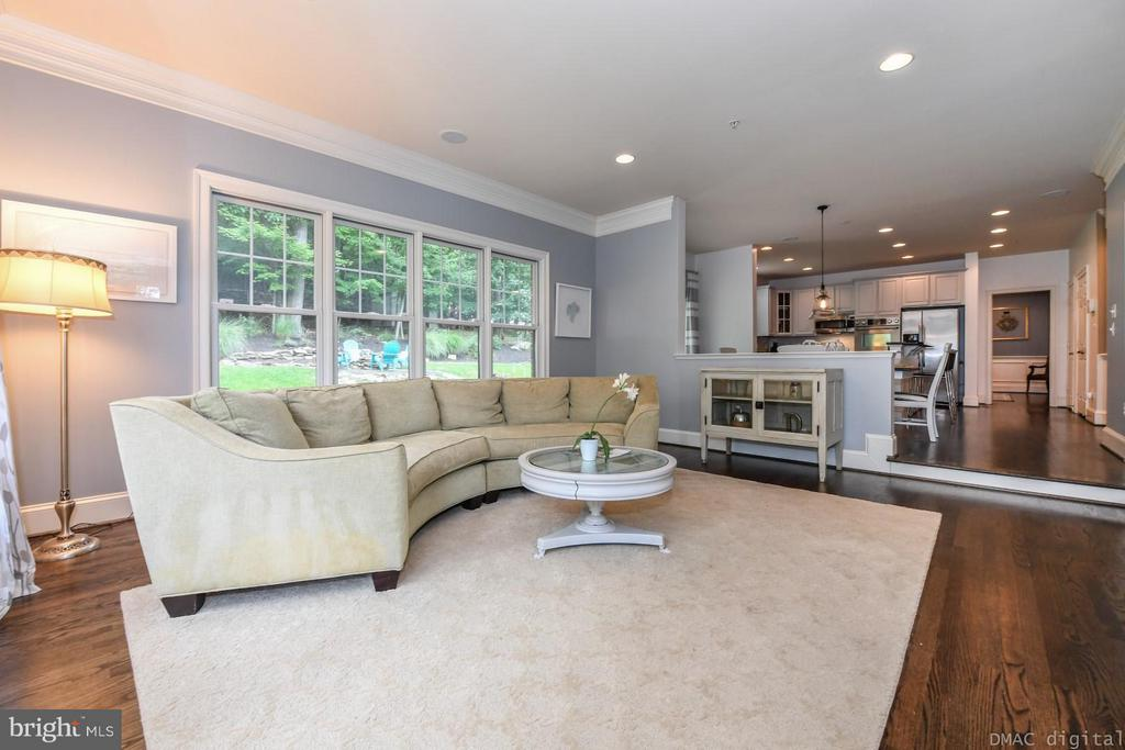 Spacious Family Room off of kitchen - 6720 BOX TURTLE CT, NEW MARKET