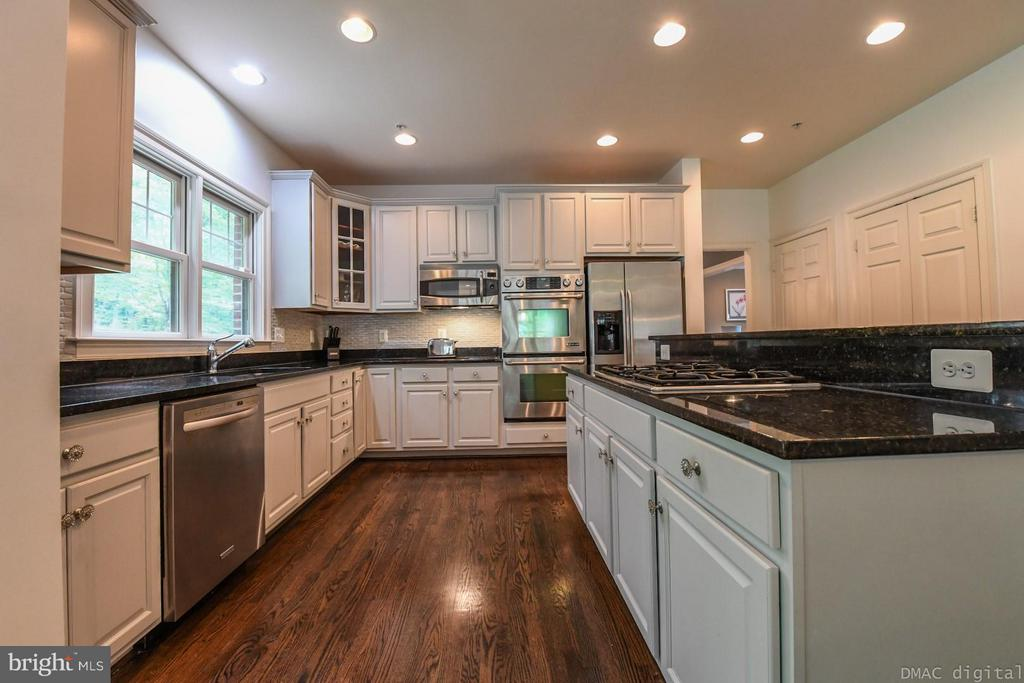 Kitchen with cooktop stove~and double ovens - 6720 BOX TURTLE CT, NEW MARKET