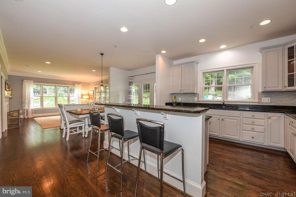 Kitchen open to family room - 6720 BOX TURTLE CT, NEW MARKET