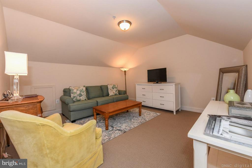 ~Living room on Attic-level - 6720 BOX TURTLE CT, NEW MARKET
