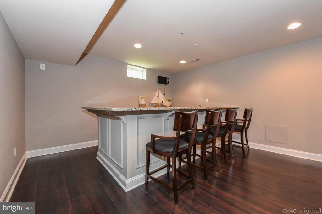 Basement bar with tap, refrigerator, and sink - 6720 BOX TURTLE CT, NEW MARKET