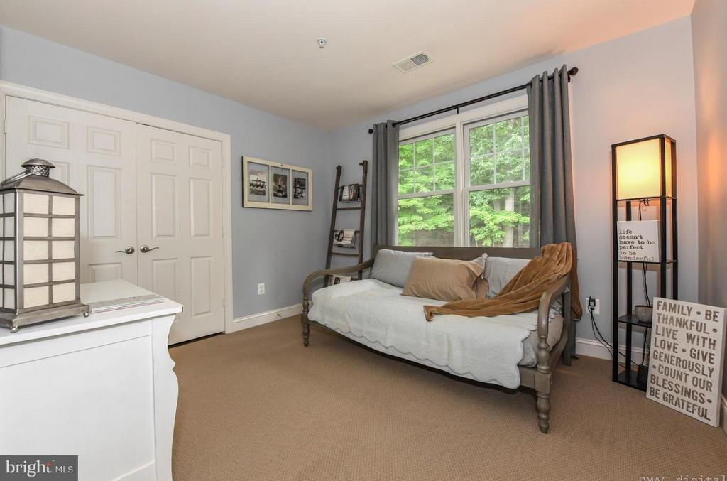 Bedroom with Washer & Dryer - 6720 BOX TURTLE CT, NEW MARKET
