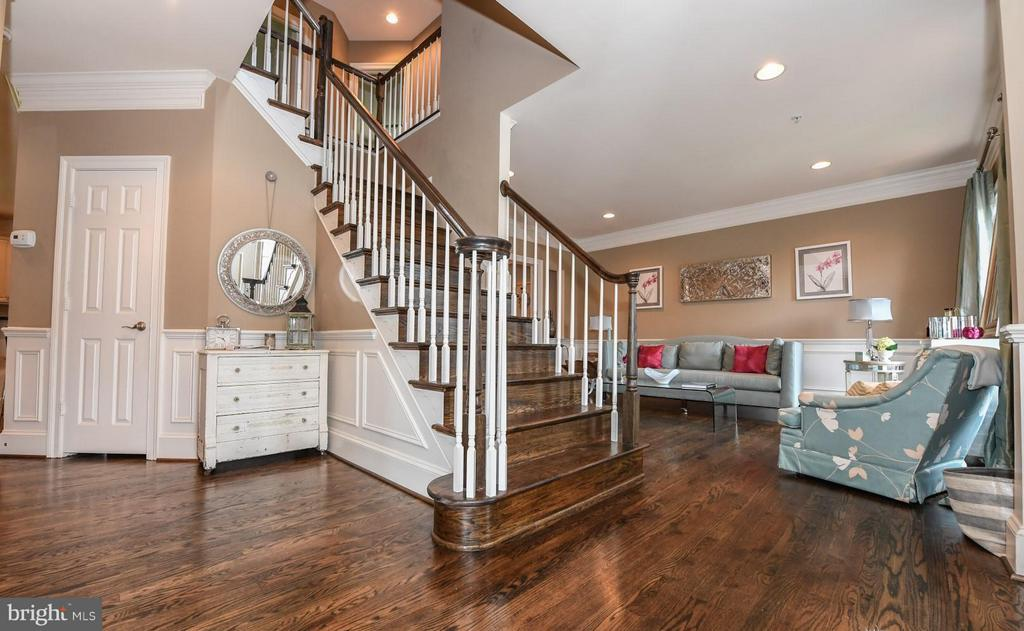 Beautiful 2-Story Foyer - 6720 BOX TURTLE CT, NEW MARKET