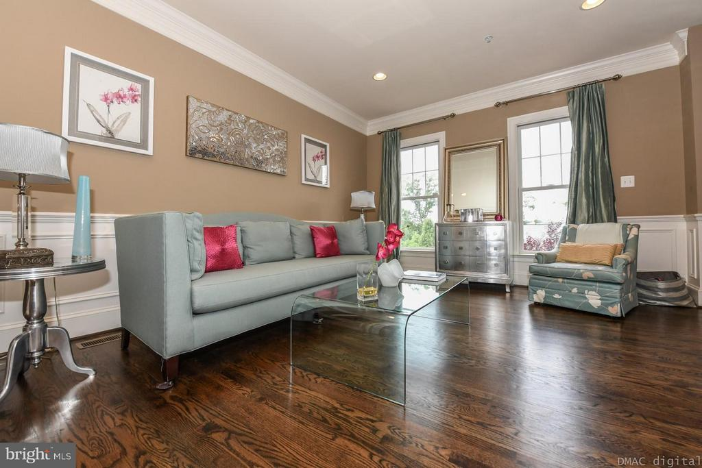 Spacious and bright living room - 6720 BOX TURTLE CT, NEW MARKET