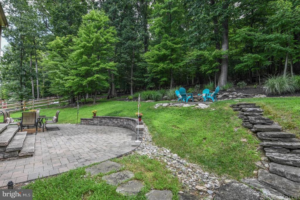 Backyard w/ stone patio & firepit - 6720 BOX TURTLE CT, NEW MARKET