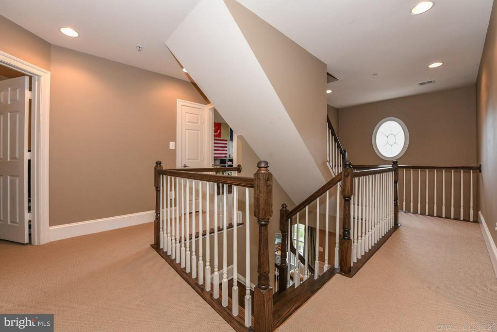 Beautiful staircase and 2-flr landing - 6720 BOX TURTLE CT, NEW MARKET