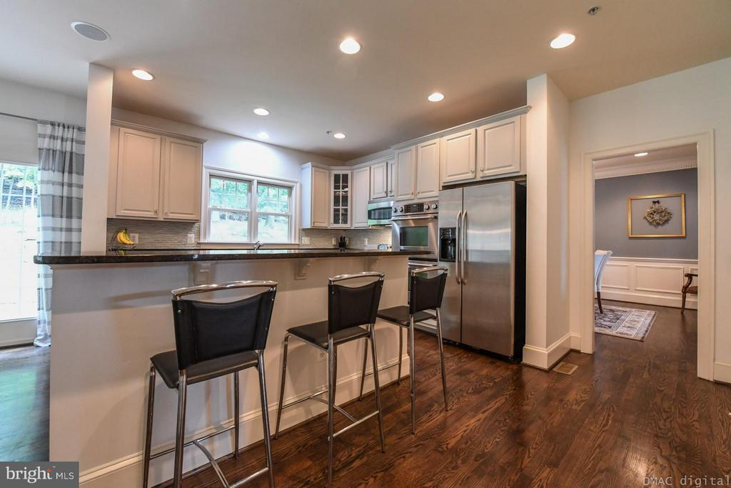 Gourmet Kitchen with high-end appliances - 6720 BOX TURTLE CT, NEW MARKET