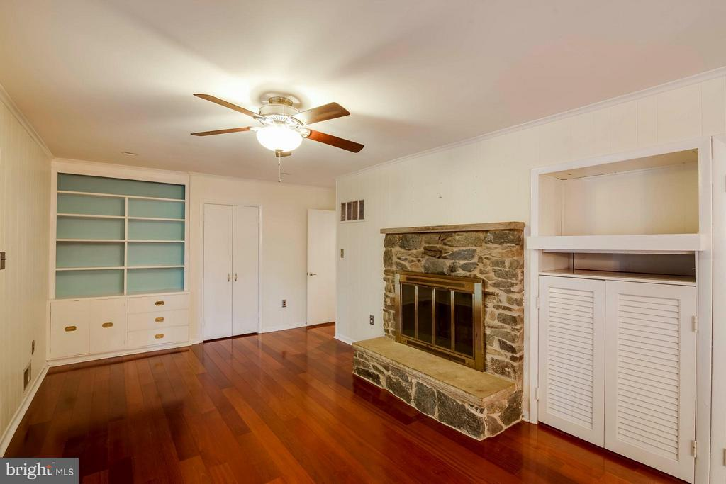 Built  in cabinet and built in for cable box - 7732 OAK ST, FALLS CHURCH