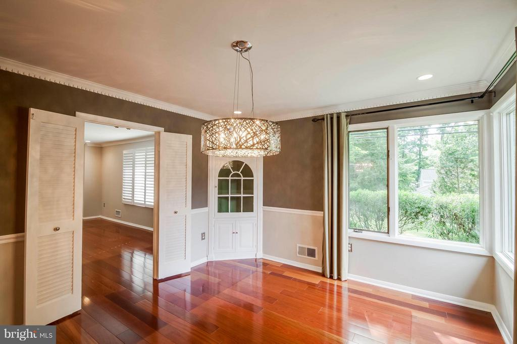 Natural flow from dining room to living room - 7732 OAK ST, FALLS CHURCH