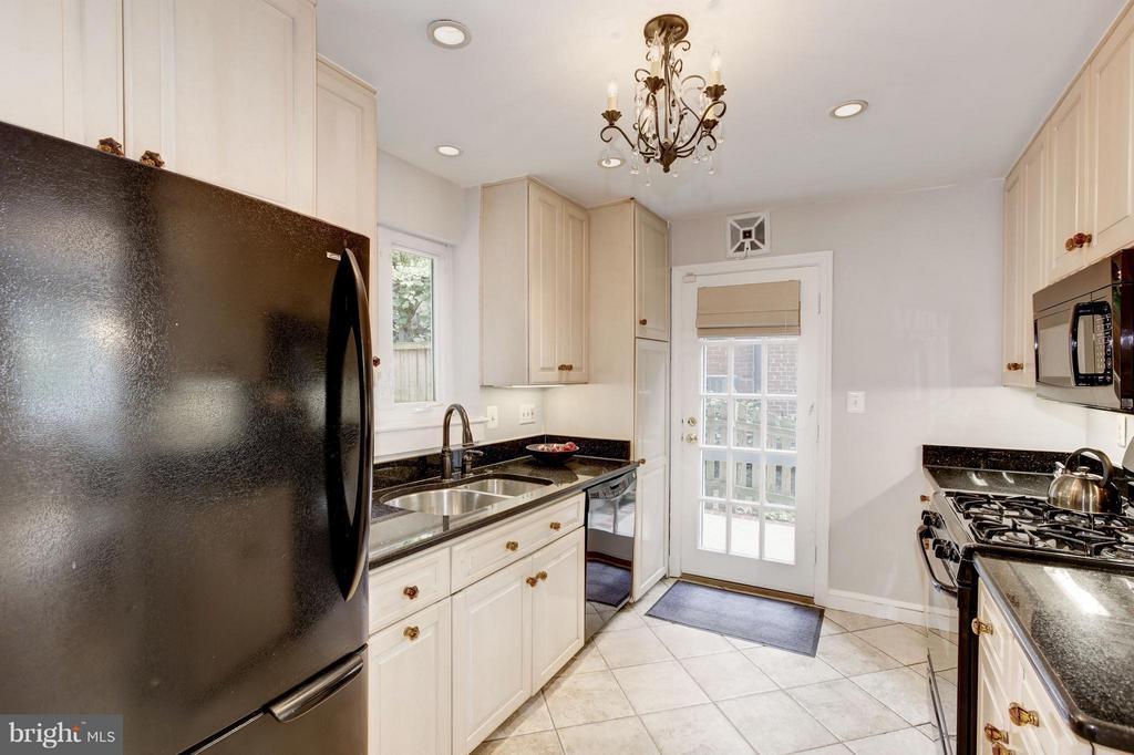 Kitchen - 3638 VACATION LN, ARLINGTON