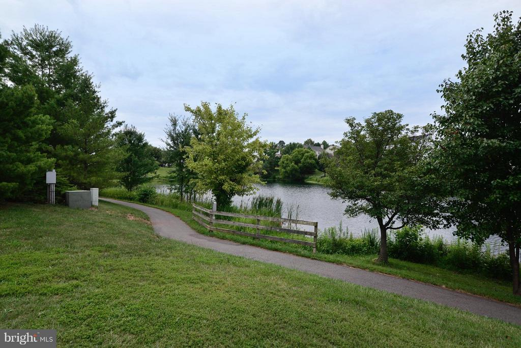 Miles of trails! - 43996 KINGS ARMS SQ, ASHBURN