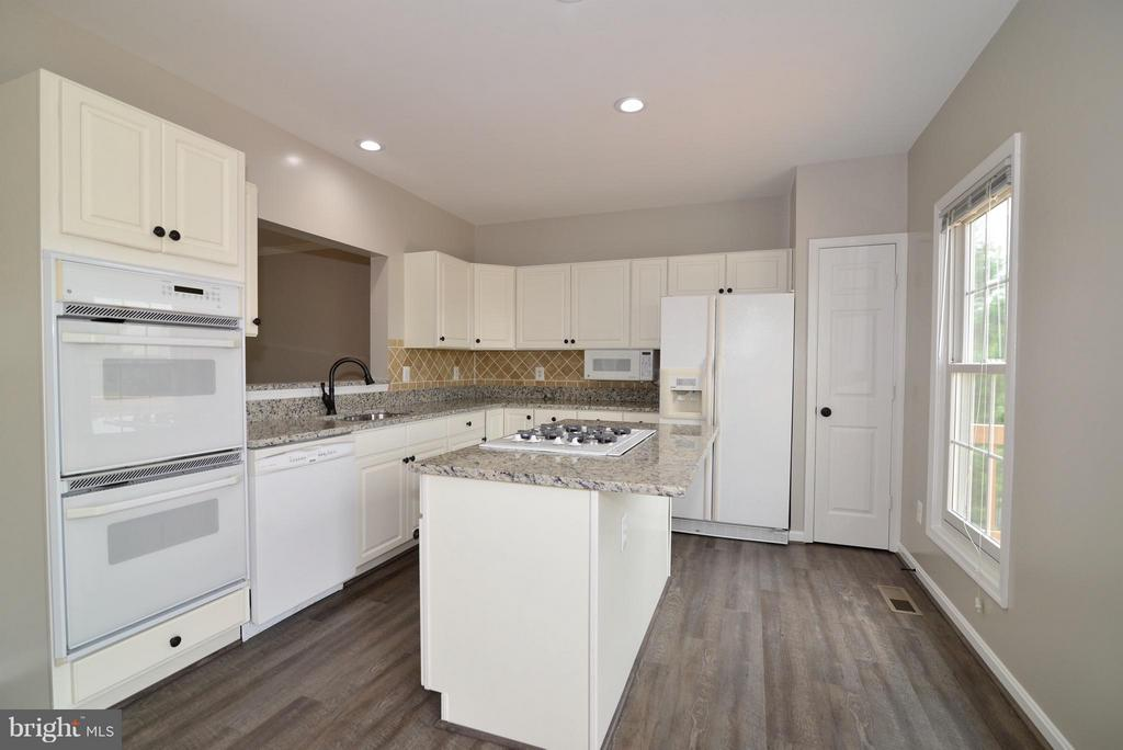 Spacious Kitchen - 43996 KINGS ARMS SQ, ASHBURN