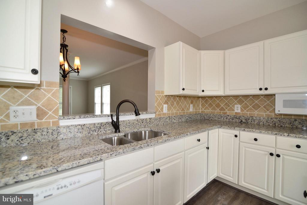 Beautiful Granite Countertops - 43996 KINGS ARMS SQ, ASHBURN